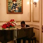 Classical pianist plays Erik Satie