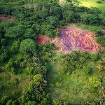 фото сделано с вертолета на разноцветными землями в Шамарель на острове Маврикий