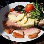 Gammon, pineapple, mushroom, tomato and rocket.