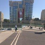 L'esplanade l'autre côté