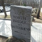 Directional sign to the Old North Bridge