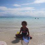 Playa cristalina y de baja profundidad!