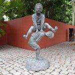 la calle de las estatuas en otrobanda