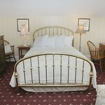 Ellen Marie Queen Brass Bed with Comphy sheets