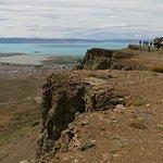 Parada sobre el borde del Cerro, vista panorámica: Lago Argentino, Bahia Redonda y El Calafate.