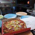 Pizza cappelletti cotta in forno a legna, solo 8 euro