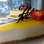Mango-strawberry cheesecake