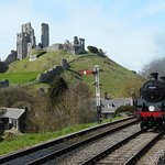 Standard tank coming into Corfe Castle station.