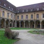 cour de l'abbaye
