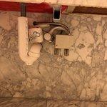 detail washroom LOL