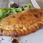 Pizza Leone Photo