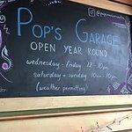 صورة فوتوغرافية لـ Pop's Garage