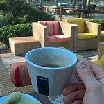 Вид на веранду с ароматом кофе