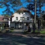 Вид на отель и ресторанчик