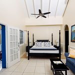 One Bedroom Villa Suite - Four Poster Bed