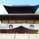 仏殿兼開山堂。大迫力です。