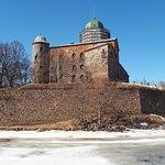 вид на замок с противоположного берега