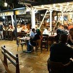 Povelete vo prijatna atmosfera pokraj fontanata vo nasiot Restorant Merkez