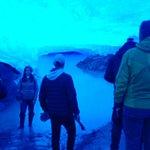 cueva bajo el glaciar