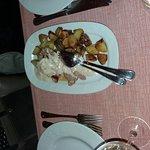 filetto di maiale al punto rosa con crema di gorgonzola e patate al forno