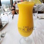 Photo de Sun Dial Restaurant & Bar
