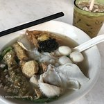 Rice noodle with fishballs, dumplings, and else