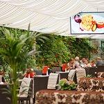 """Бронюйте столики на літній терасі ресторану """"Надія"""" за тел.: (050) 434 09 87"""