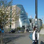 The Convention Centre Dublin juste à côté de Samuel Beckett Bridge