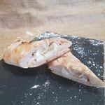 Pão Recheado de Queijo de Cabra