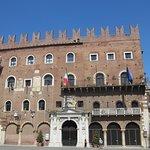 Verona_Piazza dei Signori_4