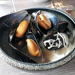 Fowey mussels with kohlrabi, fennel and stout vinegar