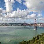 صورة فوتوغرافية لـ Overlooking Lisbon
