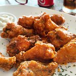 Buffalo wings with blue cheese sauce = DELISH!