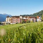 Aussenansicht Sommer Schlosshotel Fiss in Tirol, Austria