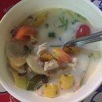 Soupe au lait de coco et poulet.