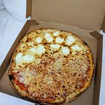 Foto de 2 Bros Pizza