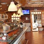 Interior del restaurante, un ambiente acogedor donde degustar una cocina casera y a precios hone