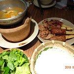 お肉をスープに漬けて麺とともにいただきました