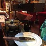La Raclette au couteau fumée au feu de bois «fromage en demi-lune»