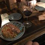Вкусная утка и вино)