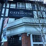 صورة فوتوغرافية لـ The Gatehouse