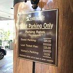 Waikiki Sand Villa Hotel Photo