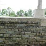 Photo de Delville Wood War Memorial