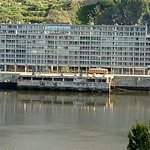 Cafe Vapor: Devanture du café face à la Marina de Porto