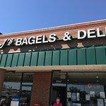 Mr. J's Bagels & Deli - East Market Street-bild