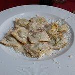 Ravioli di spinaci e ricotta con crema  di noci... SOLTANTO UNA PAROLA FANTASTICO..Locale centra