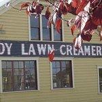Shady Lawn Antiques Foto