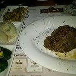 8oz Filet Mgnon w/zuchini, garlic mashed & mushrooms
