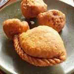 Samosa [Potato] & Cauliflower Pakoras