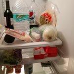 大きな冷蔵庫は何でも入ります。